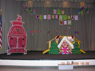 Gingerbread Play, Nutcrackers, Elfs and Ornaments!