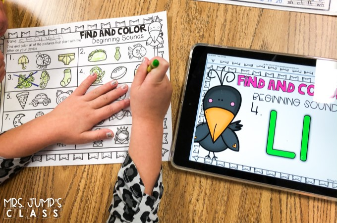 ELA Digital centers that are perfect for the Fall season. Students practice rhyming, syllables, beginning sounds, word families, letter recognition, and more!