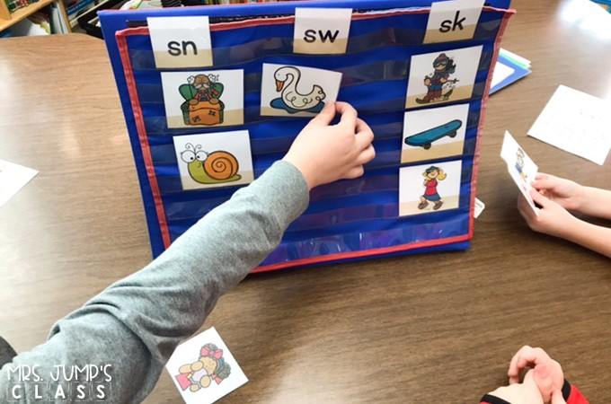 Guided reading lessons, books, and activities for reading levels AA-J. Digital and printable options for teaching guided reading to K-1 students.