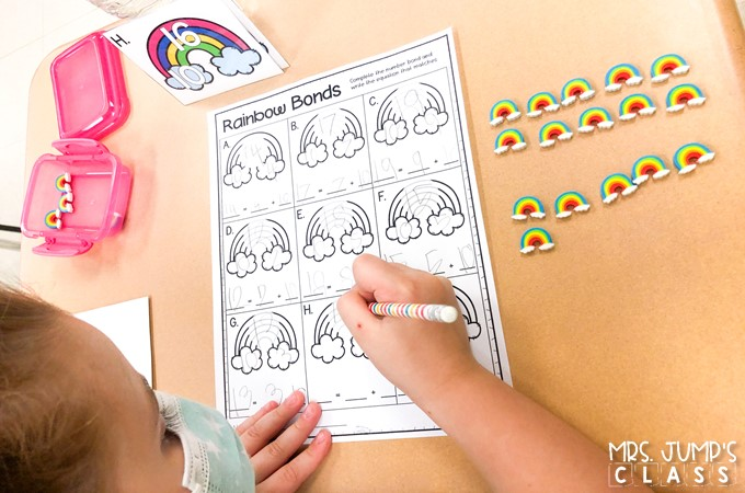 These centers for kindergarten are perfect for Spring! Printable and easy to prep centers for students to practice math and literacy skills.