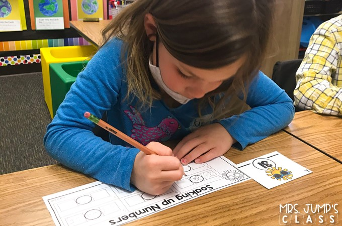 Engaging math centers for you to easily target and differentiate math standards for your kindergarten students.